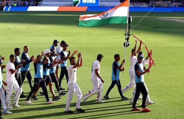 6 இளம் இந்திய வீரர்களுக்கு பெரிய கிப்ட் கொடுத்த தொழிலதிபர்!